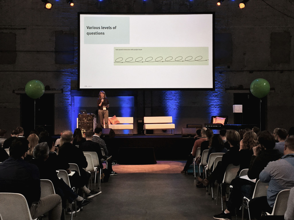 Geke van Dijk of STBY presenting at conference